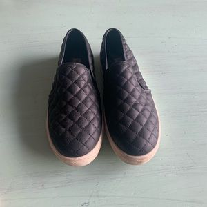 Steve Madden quilted leather slip on shoes sz9
